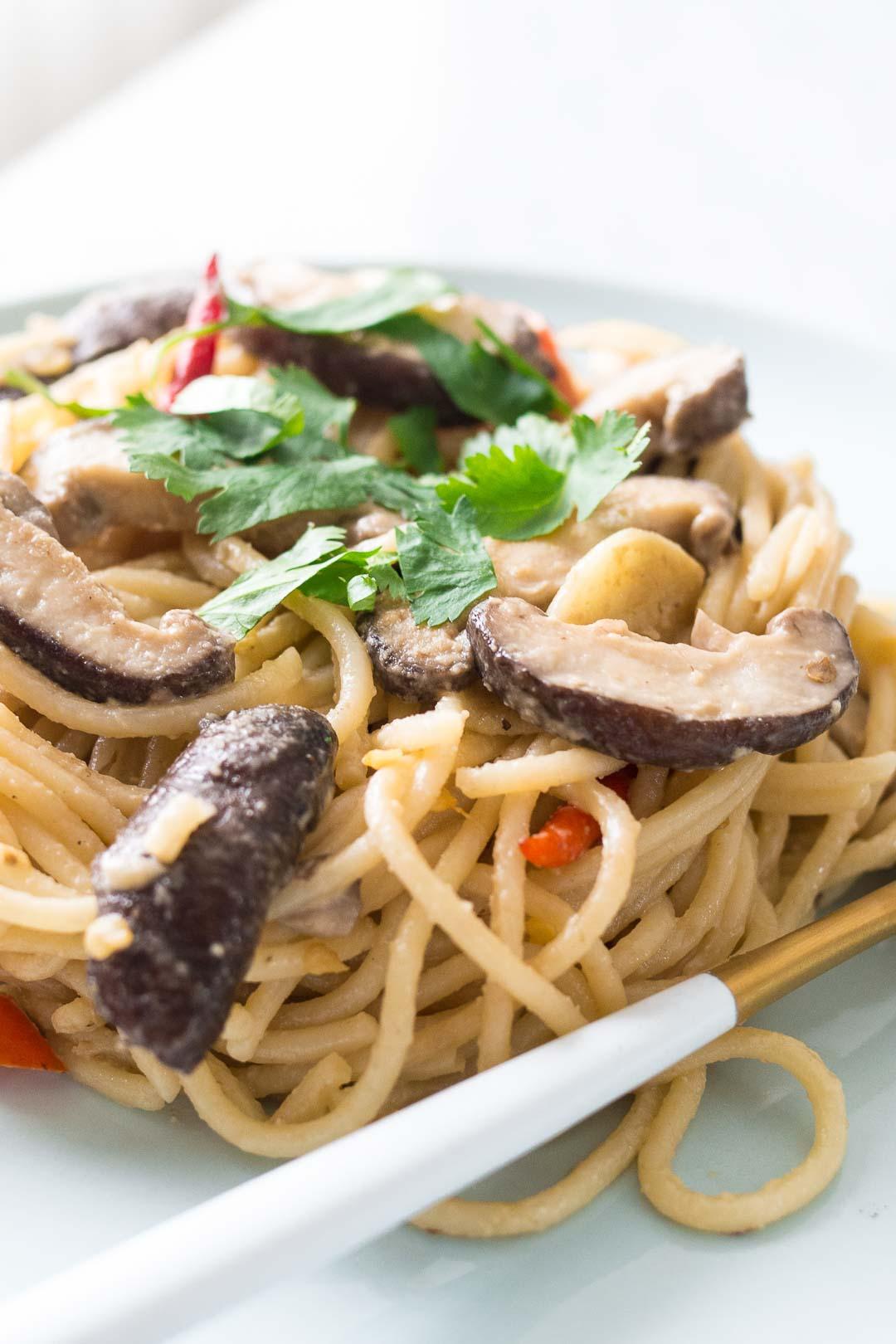 miso spaghetti with shiitake mushrooms in a blue dish